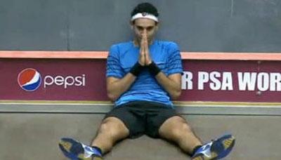 Mohamed El Shorbagy, incredulo dopo aver battuto il n.1 Willstrop nella semifinale del World Open 2012