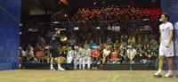 Amr Swelim in campo ieri contro Deryl Selby nei quarti di finale contro l'Inghilterra